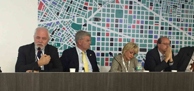 """""""Problematyka miast i ich zarządzanie ma charakter uniwersalny""""-Jan Olbrycht z Quito"""