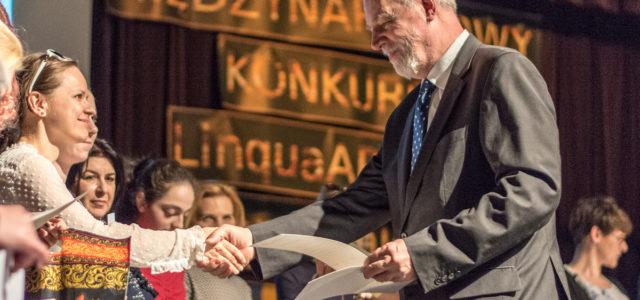 """Jan Olbrycht wręczył wyróżnienia laureatom konkursu Lingua Art """"Słowem malowane"""""""